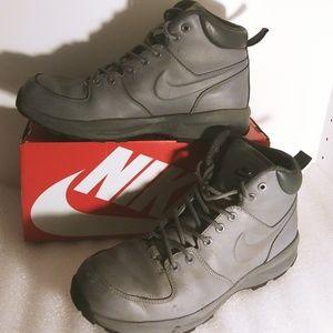 Men Nike boots